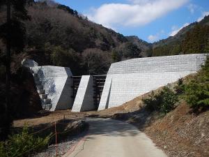 写真:山の神沢3号堰堤