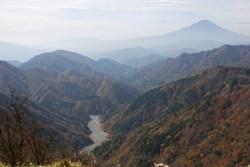 写真:塔ノ岳-丹沢山間からの風景