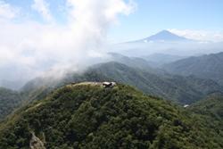 写真:塔ノ岳上空